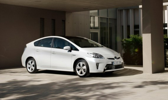 Фото и характеристики Toyota Prius 2012
